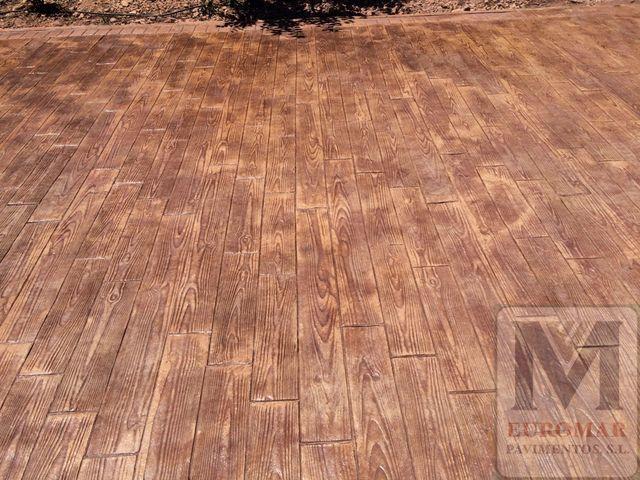 pavimento impreso efecto imitacion madera en exteriores