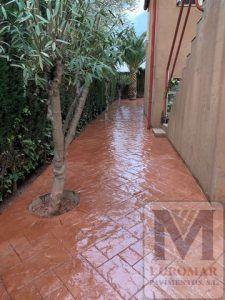 Pavimento de cemento estampado efecto ladrillo decorando hogar en madrid este 2020