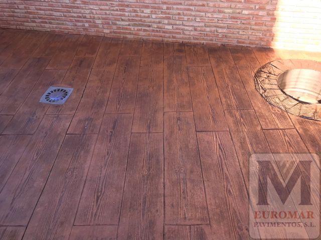suelo de hhormigón fratasado estilo madera
