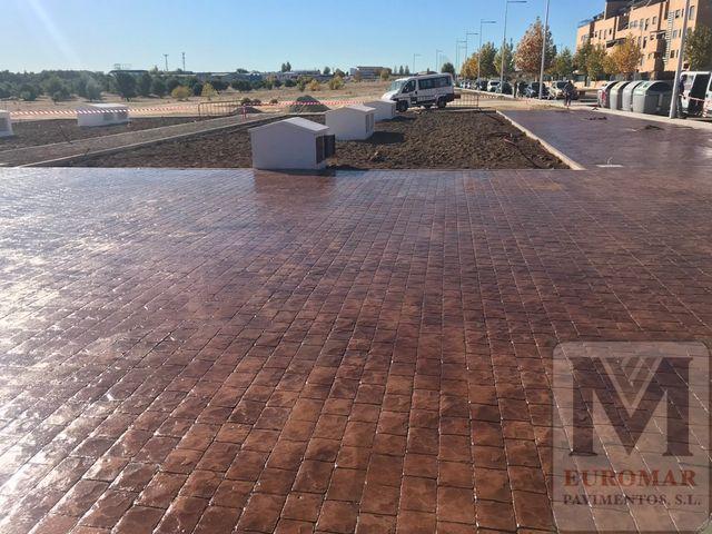 Pavimento de Hormigón Impreso Marron efecto Adoquín romano en exteriores