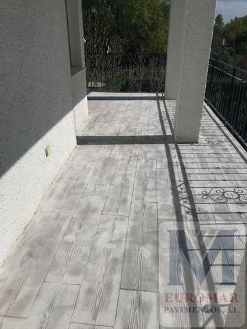 parcela de vivienda construido con homrigon impreso gris