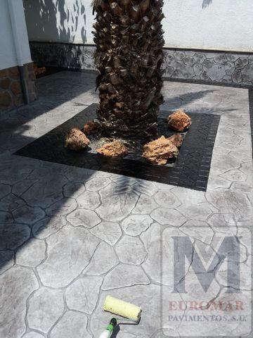 Pavimento Impreso blanco adornado con estilo negro piedra