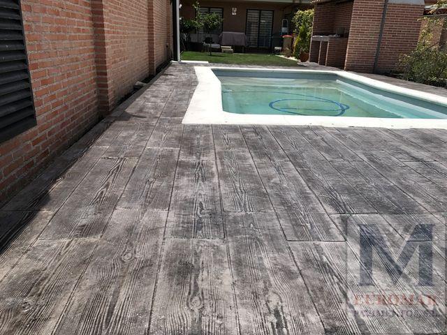 pavimento impreso gris en piscina